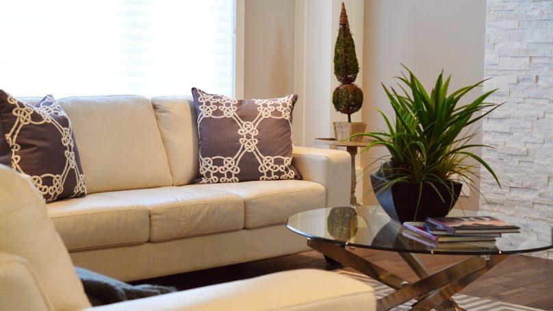 Sofy z funkcją spania — czyli jak wykorzystać swoją sofę?