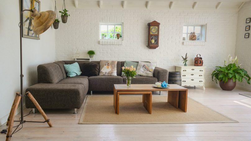 Tanie meble do salonu, czyli jak niewielkim kosztem urządzić mieszkanie?