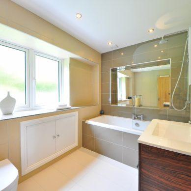Jak powinno być wykonane okno w łazience?