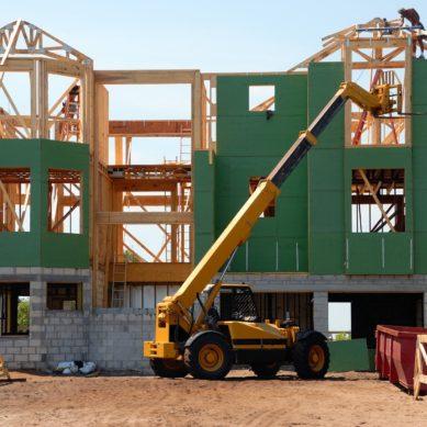 Domy szkieletowe – jak są projektowane i wznoszone?
