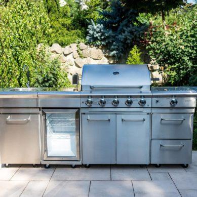 Duży grill – doskonała okazja na dobrze spędzone popołudnie