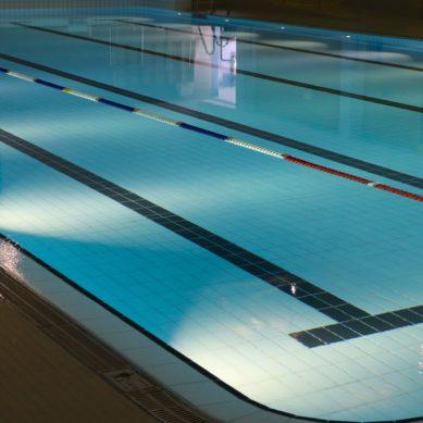 Jak dbać o czystość wody w ogrodowym basenie?